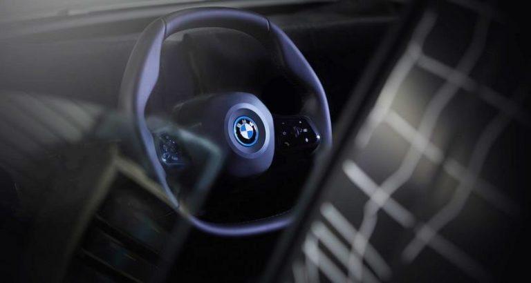BMW выпустит автомобиль с многоугольным рулем