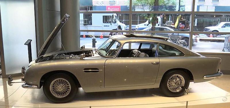 Легендарный автомобиль агента 007 Джеймса Бонда будет выставлен на аукцион