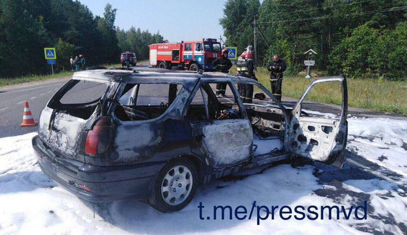 В Светлогорском районе столкнулись Peugeot и скутер. Оба загорелись.