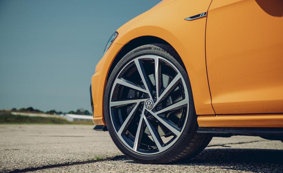 Honda Civic Type R vs Volkswagen Golf R