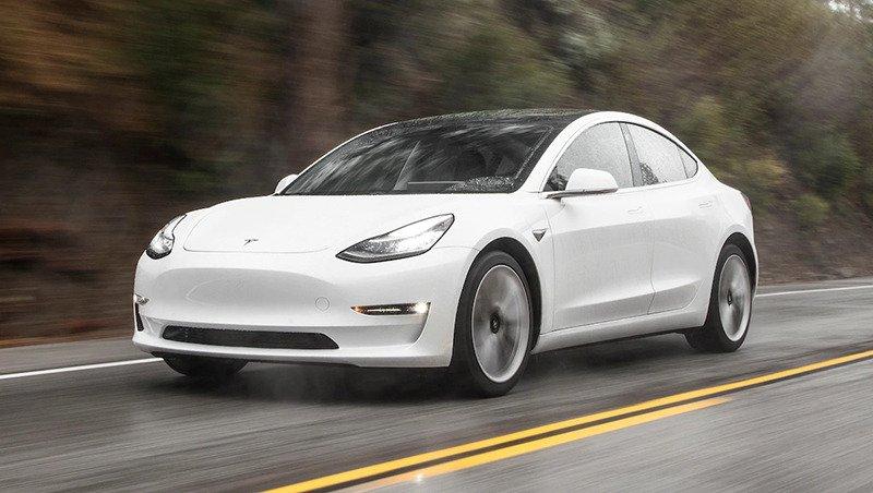 Сравнительный тест автомобилей BMW 3, Genesis G70 и Tesla Model 3.