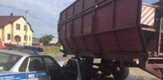 В Столинском районе автомобиль ГАИ въехал в трактор