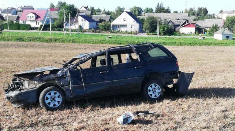 В Волковысском районе Volkswagen съехал в кювет и перевернулся