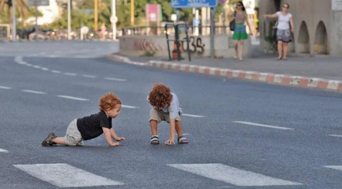 А ваш ребенок не на дороге?