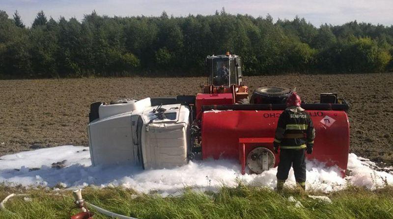 В Миорском районе перевернулся грузовик с дизельным топливом