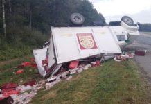 В Брестской области столкнулись два грузовика. Один из них перевернулся