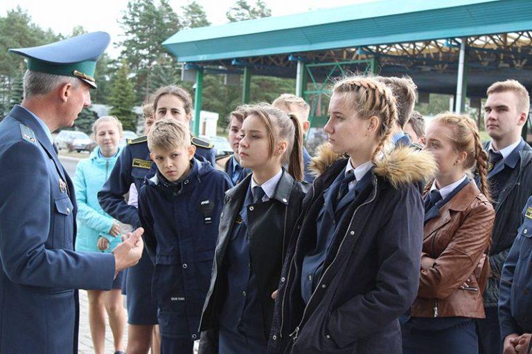 Гродненская региональная таможня организовала поездка на границу для школьников