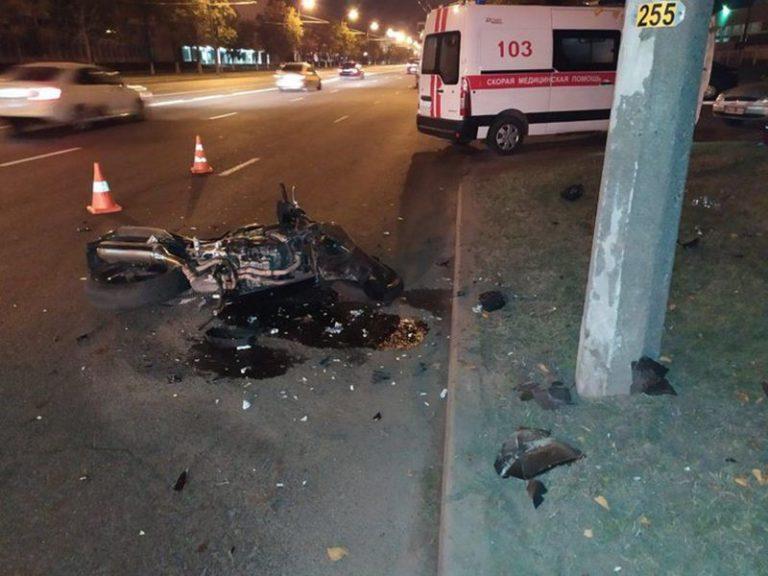 В Минске мотоциклист врезался в столб