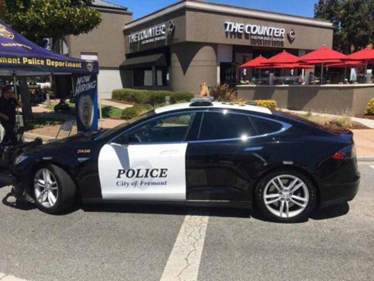 Полицейская Tesla разрядилась прямо во время преследования подозреваемого