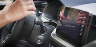 В автомобилях Skoda появился голосовой помощник «Лаура»