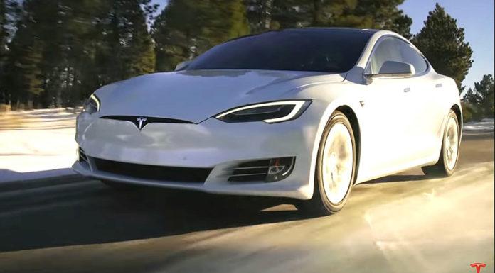 Владельцы Tesla не смогли открыть авто из-за сбоя мобильного приложения
