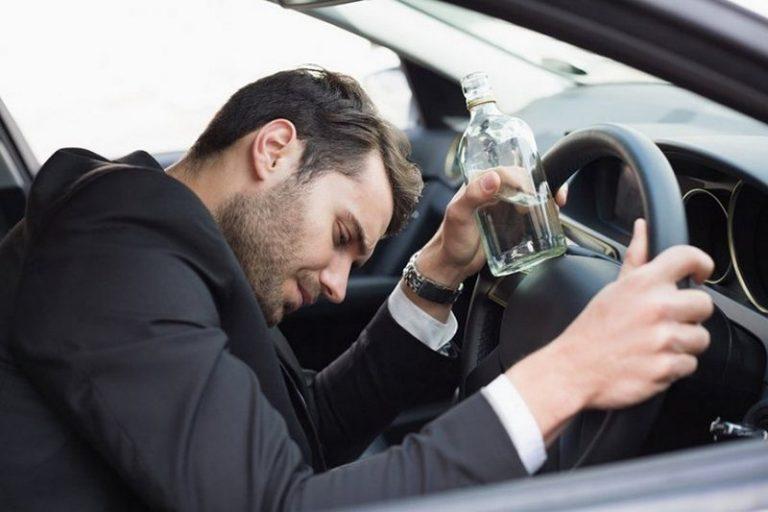 В Минске пьяный водитель открыл авто и уснул. Очевидцы вызвали ГАИ