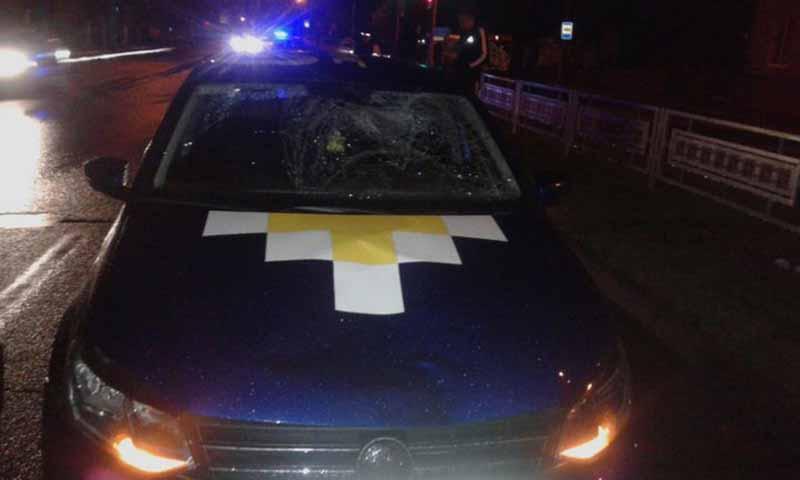 В Минске такси сбило девушку на тротуаре
