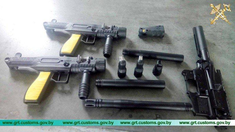 Белорус засунул в глушитель своего авто части пейнтбольного оружия