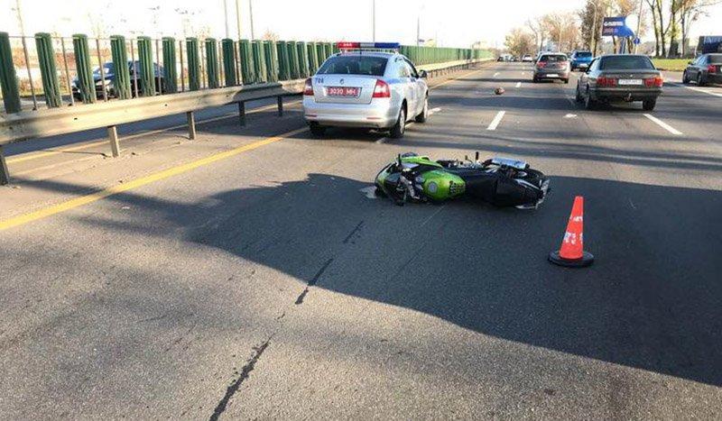 На МКАД упавший мотоциклист спровоцировал ДТП