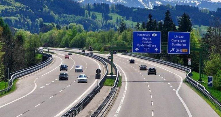 На немецких автобанах не будут ограничивать скорость