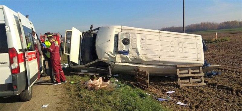 Под Гродно перевернулся микроавтобус. Водитель погиб.