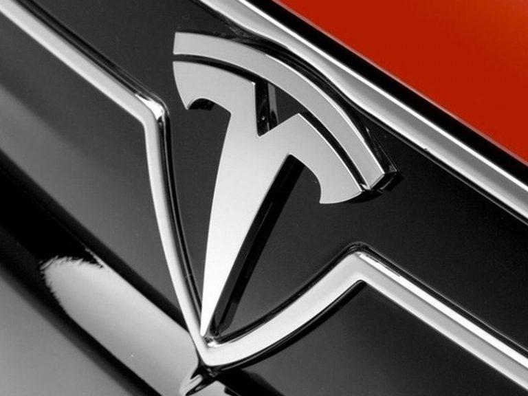 Tesla представила кресла с жидкостным нагревом и охлаждением