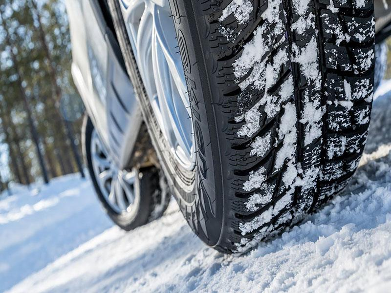 Зимой автомобиль на летней резине — страшная опасность