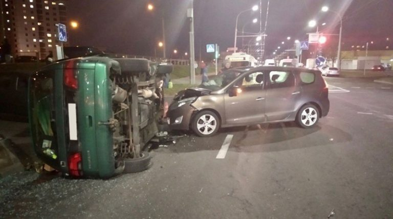 В Минске на ул. Горецкого столкнулись 3 автомобиля
