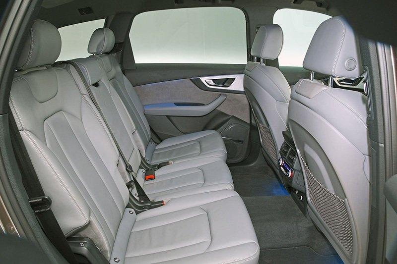 Audi Q7 vs BMW X5 в битве за корону короля кроссоверов