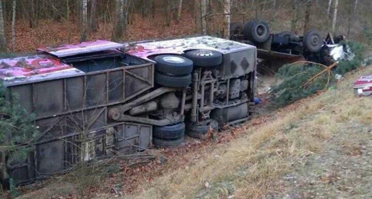 В Речицком районе столкнулись пассажирский автобус и грузовик