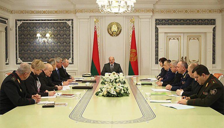 Лукашенко вступился за водителей, нарушающий ПДД, из-за плохой организации движения
