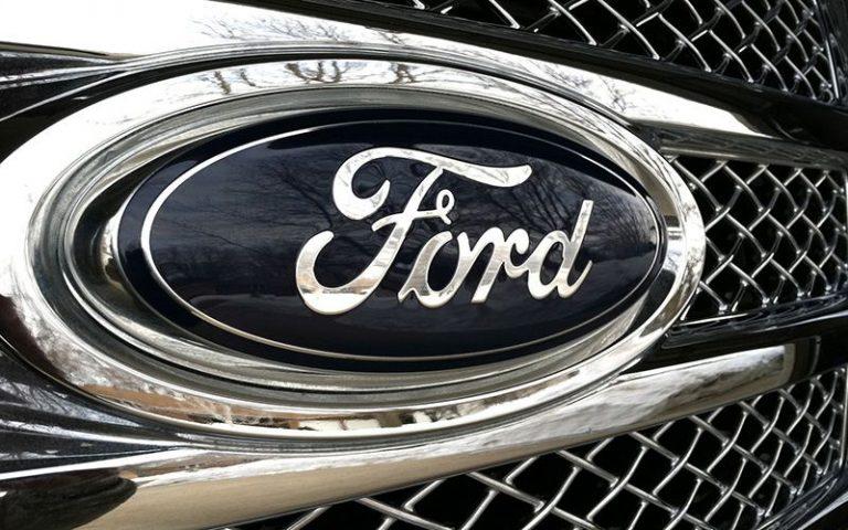 «Форд» запатентовал самое большое в мире лобовое стекло
