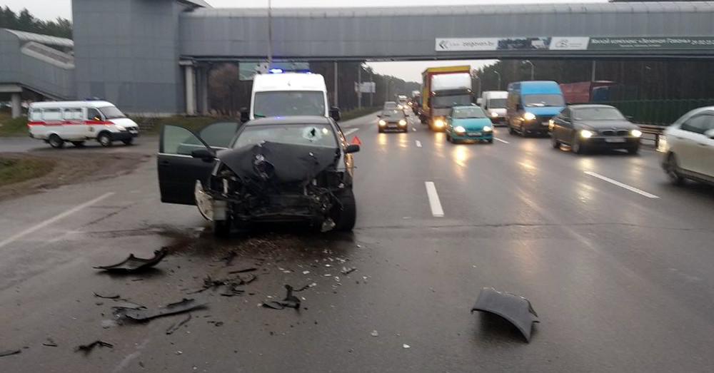 В Минске на МКАД столкнулись МАЗ и Тойота