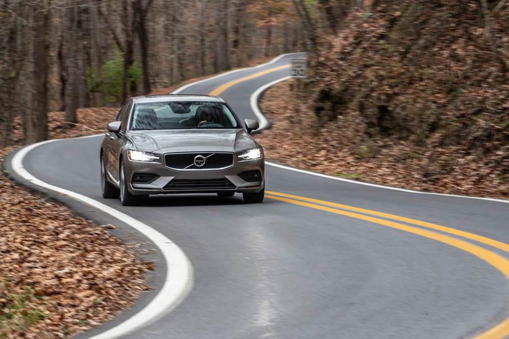 Genesis G70 vs Volvo S60: молодость или опыт?