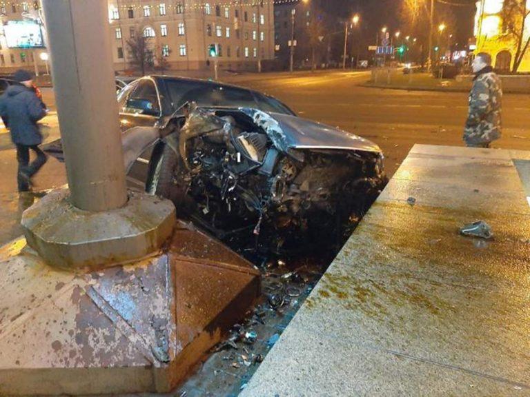 В Минске Volkswagen чуть не влетел в подземный переход