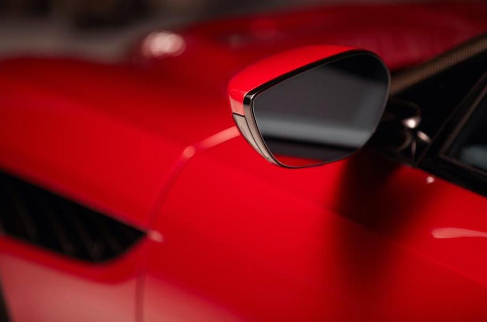 Aston Martin придумал гибридное салонное зеркало
