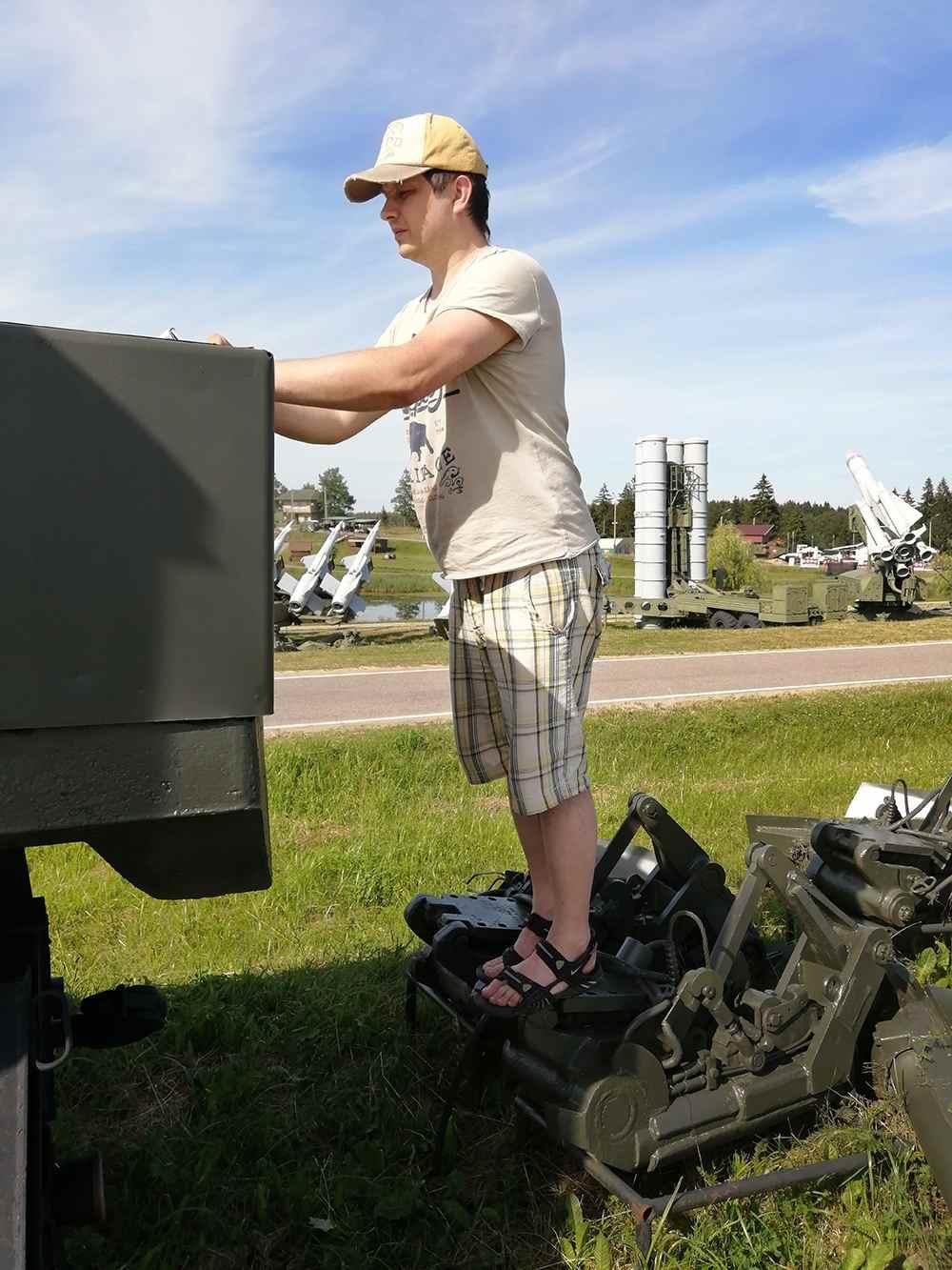 Капотный МАЗ-6440RR в миниатюре