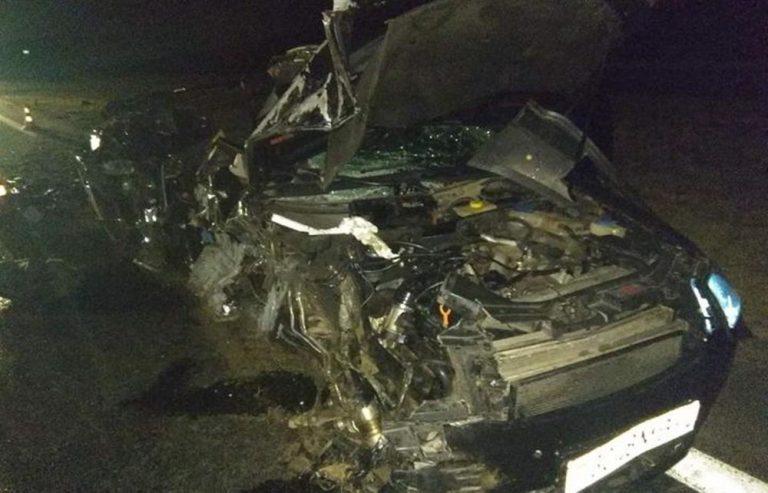 Пьяный водитель Audi врезался в стоящую фуру
