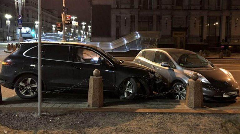 В центре Минска столкнулись две легковушки