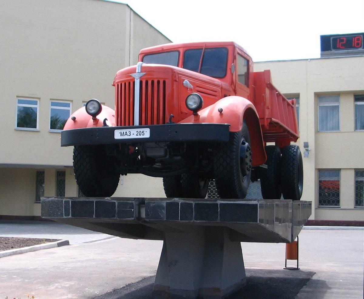 самосвал МАЗ-205