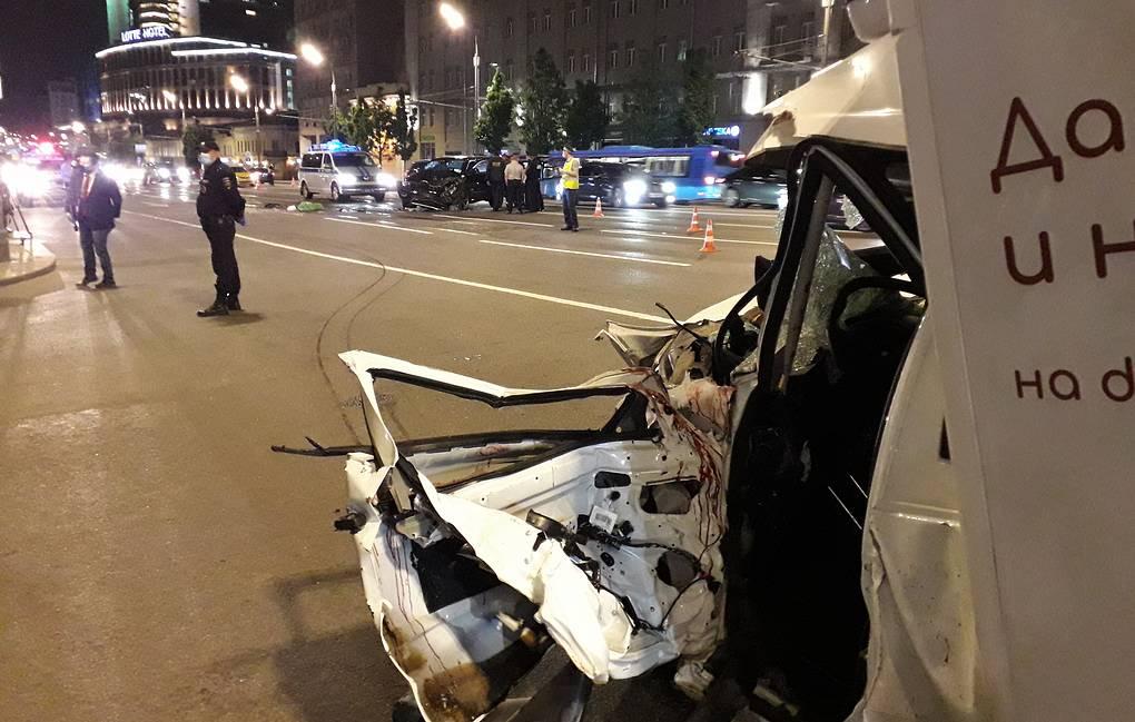 Актер Михаил Ефремов пьяный влетел в развозной фургон