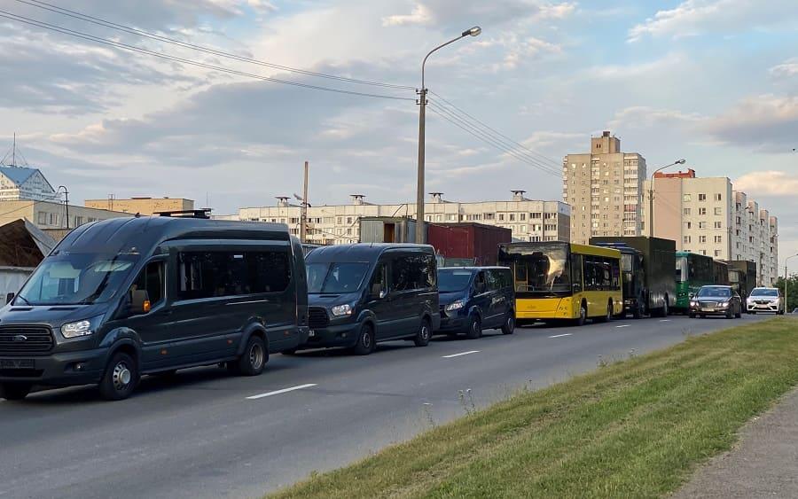 У здания БТв Минске на Макаенка акция протеста