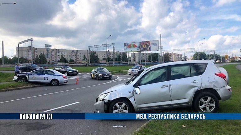 В ДТП на МКАД с участием машины ГАИ двое пострадавших
