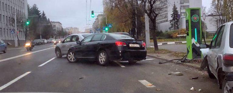 Пьяный водитель протаранил 5 авто