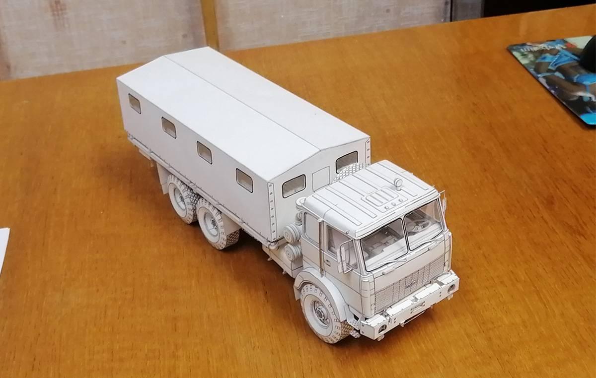 Грузовик МАЗ-6317 из бумаги