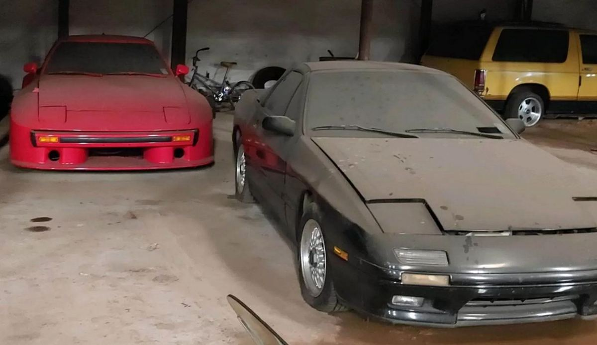 заброшенный ангар с Mazda