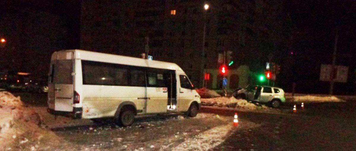столкновение Renault и маршрутки в Гродно
