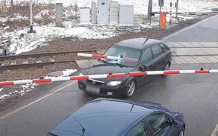 шлагбаум в Mazda