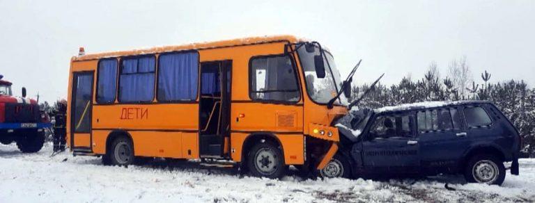"""Столкновение """"Нивы"""" с автобусом"""