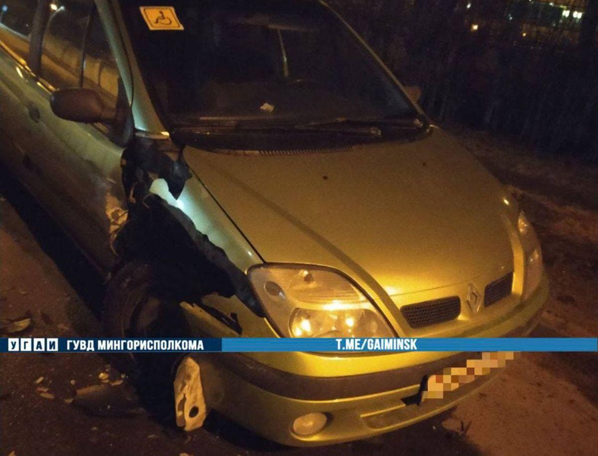 пьяный водитель врезался в припаркованный авто