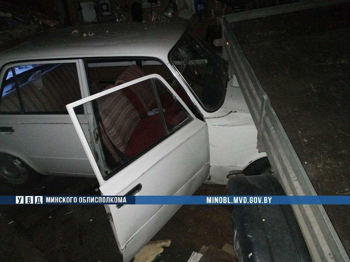 ВАЗ протаранил гаражные ворота