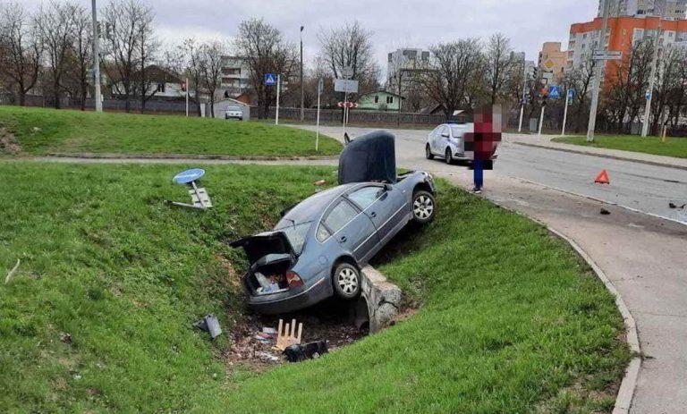 Volkswagen свалился в кювет