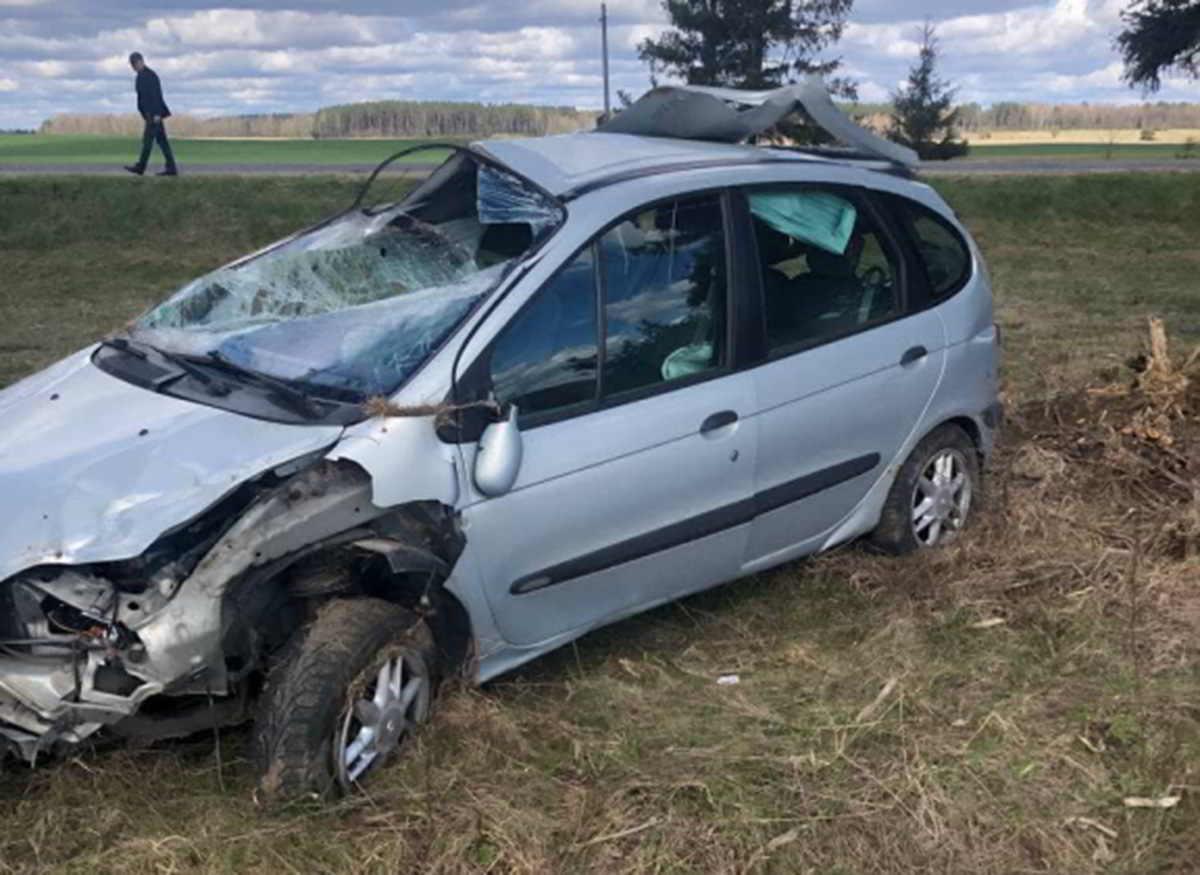 Renault Scenic съехал в кювет