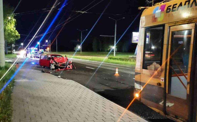 В Гродно Mitsubishi столкнулся с троллейбусом